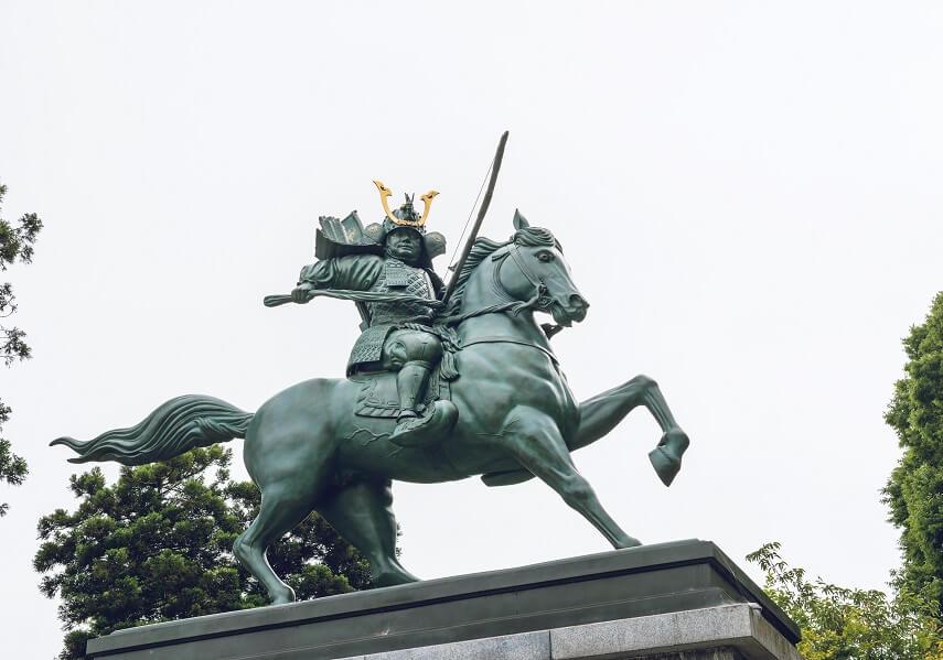 源義仲の銅像